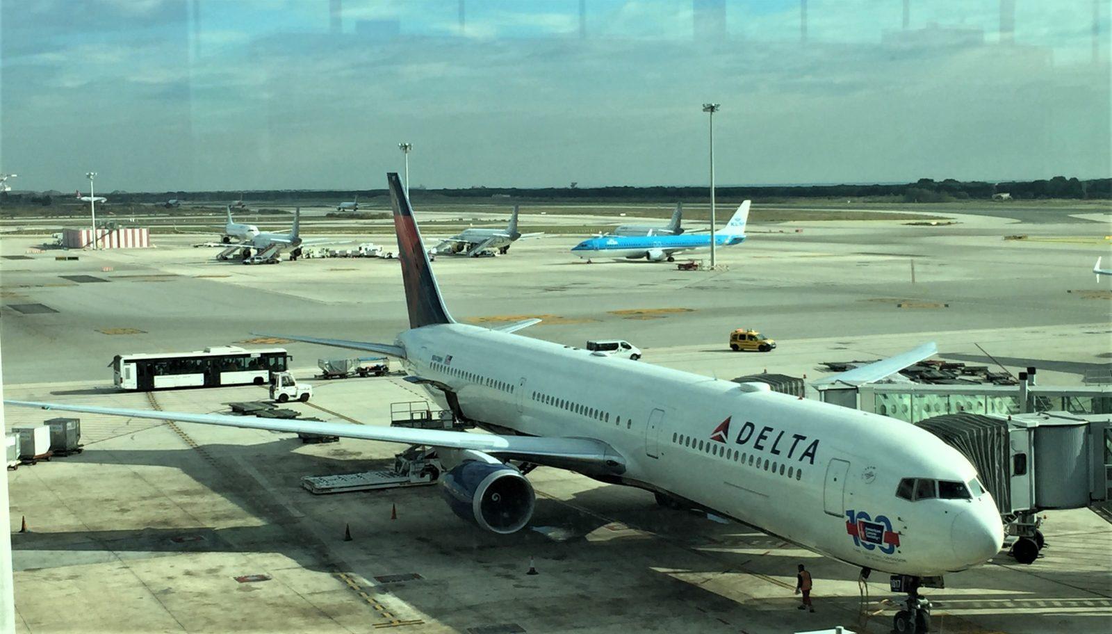 Delta, Aviation, Emirates